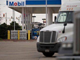diesel-mobil-trucks-blur_1