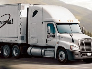 earns-universal-truck